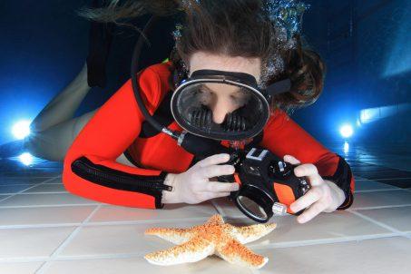 Podvodna fotografija u bazenu